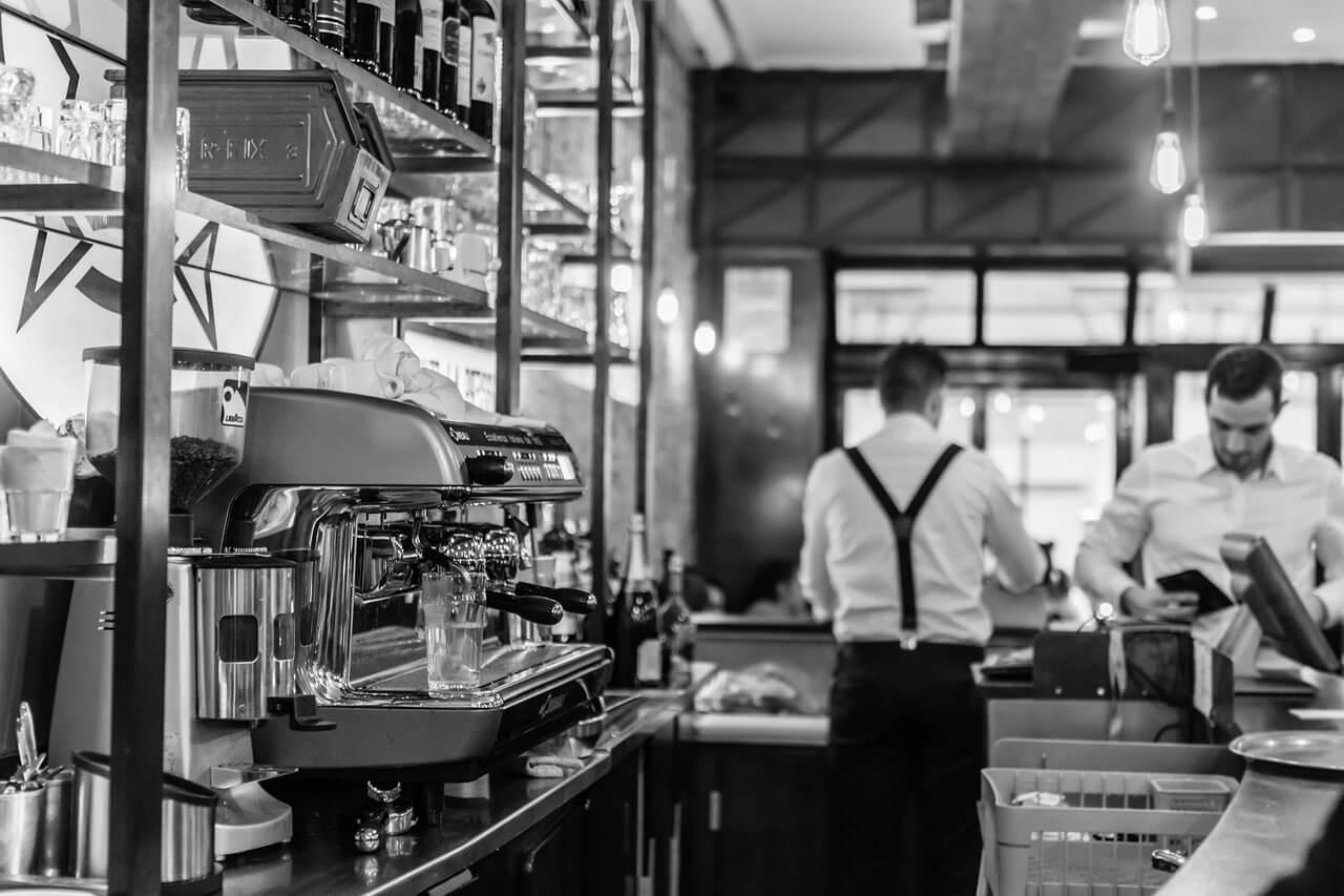 人事的な視点から見る、経営が厳しいケーキ屋さんが機械化する6つメリットとは?